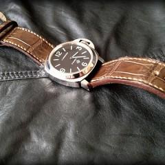 panerai logo sur bracelet montre alligator canotage modèle vanuatu