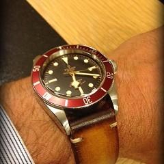 tudor heritage black bay sur bracelet montre cuir canotage modèle valentia
