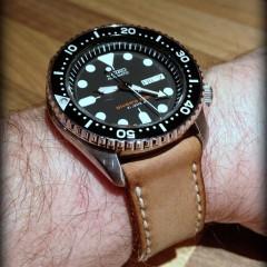 seiko skx 007 sur bracelet montre cuir canotage modèle kalliste camel