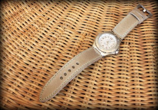 changer de bracelet sur une montre breitling colt gmt