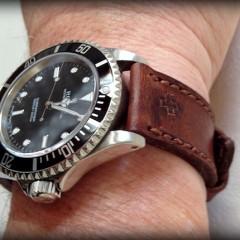 rolex 14060 M sur bracelet montre ammo suisse foncé