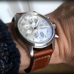 IWC sur bracelet montre ammo suisse clair