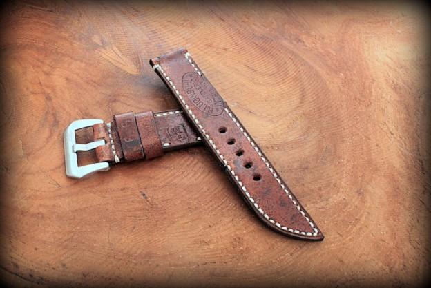 strap ammo suisse foncé avec inscription avec brin en lame de couteau