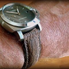 bracelet morgan en requin nubucké sur Panerai